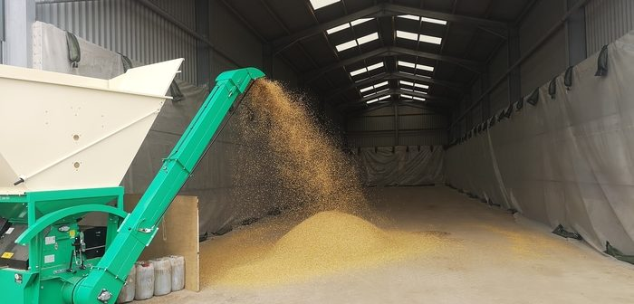 Crimping into open fronted clamp to hold approx 800 tonnes.